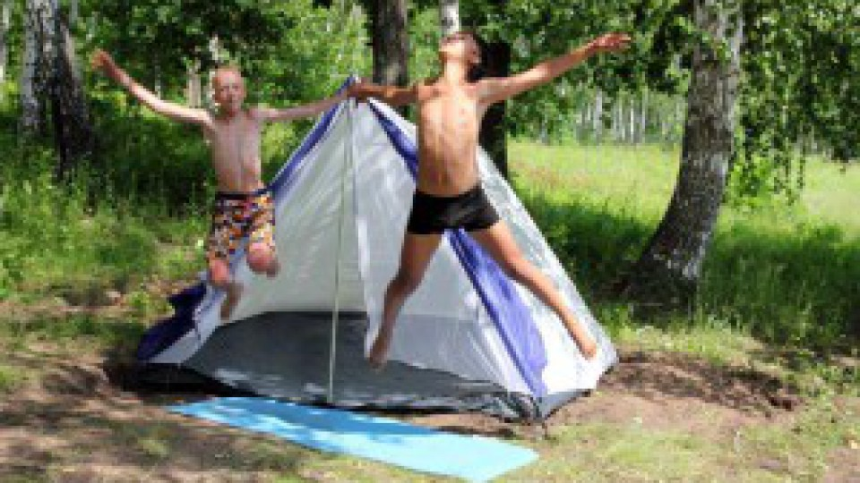 Kids-jumping-tent